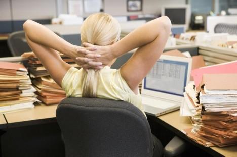fii in forma la birou